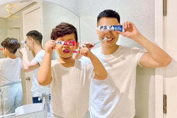 Tiết lộ thói quen chăm sóc răng miệng tại nhà của gia đình Mạnh Trường