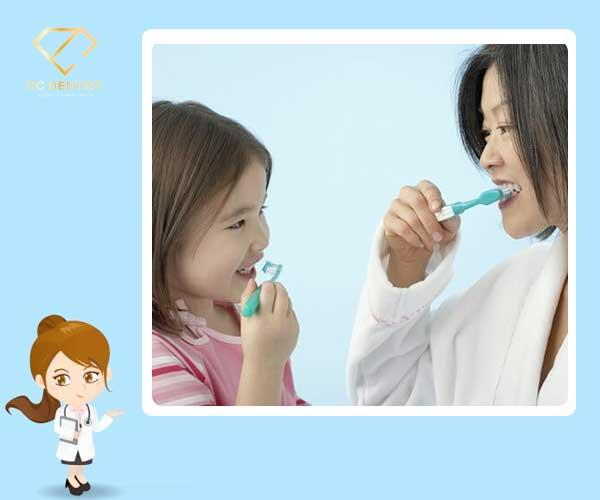 trẻ em nên đánh răng lúc mấy tuổi, trẻ đánh răng lúc mấy tuổi, trẻ mấy tuổi thì đánh răng được, trẻ từ mấy tuổi thì đánh răng, trẻ mấy tuổi thì dùng kem đánh răng, trẻ con bao nhiêu tuổi thì đánh răng, trẻ mấy tuổi thì nên tập đánh răng, trẻ em mấy tuổi thì đánh răng được, trẻ mấy tuổi thì cho tập đánh răng